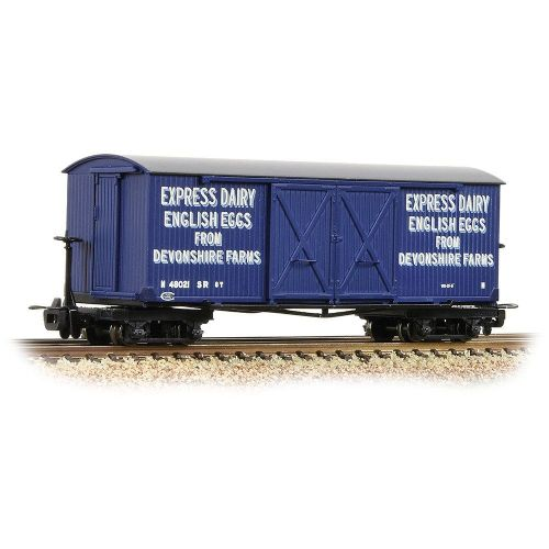 393-029 Bachmann Bogie Covered Goods Wagon 'Express Dairy Company' Blue